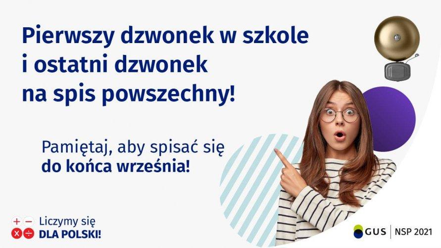 Młoda dziewczyna wskazuje na hasło dotyczące NSP 2021.